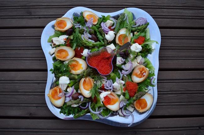 salaatti, mati, parsa, soijamarinoitu kananmuna