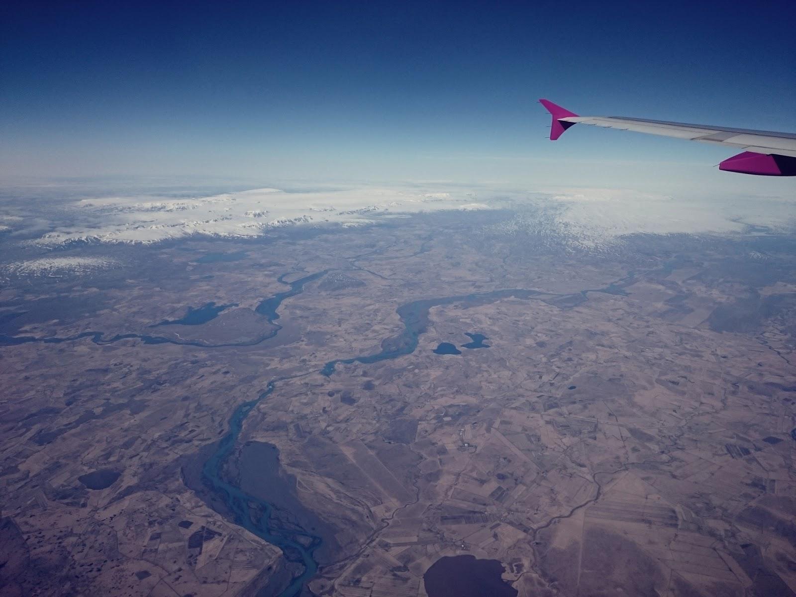 Lot nad Islandią, lot, Islandia, Islandia z samolotu, samolot, na pokładzie, widok z samolotu, panidorcia, podróż dookoła świata, lot dookoła świata, bilet lotniczy, podróże, Islandia, natura, fotografia, blog o Islandii