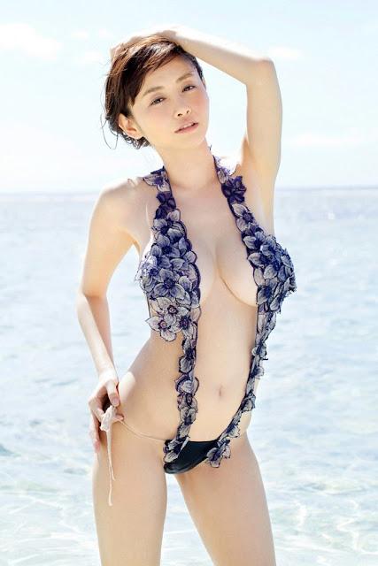 Hot girls Japanese porn model Sugihara with sexy Bikini 9