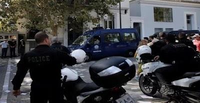 اليونان/ إصابة شرطيّ في انفجار عبوة ناسفة وسط أثينا