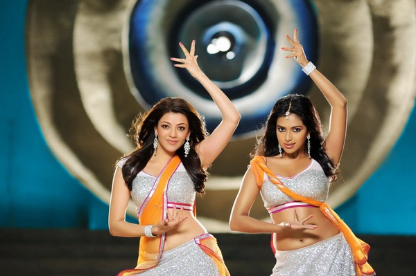 Amala Paul with Kajal Agarwal Showing her sexy Navel In Nayak Movie