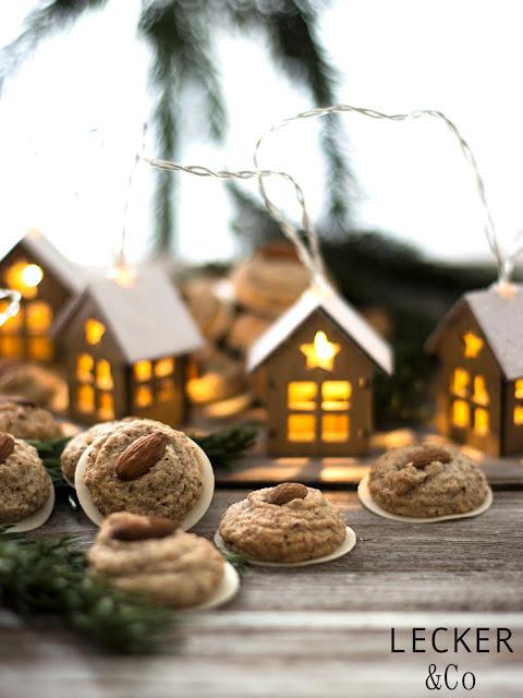 S, Lieblingsplätzchen, Kekse, Weihnachtskekse, Weihnachtsplätzchen, Weihnachten, Rezepte, Kekse, Rezept für Kekse, Christmas Cookies, Cookies, Foodblogger, Tina Kollmann, LECKER&Co, leckerundco, Lecker und co, Foodblog, Blog Rezept, Keks Rezept, Plätzchen Rezept, Christmasplätzchen, lecker, fein, leichtes Rezept, Zitronenplätzchen, Mamas Plätzchen, backen, Tchibo, Backen mit Tchibo, Lichterkette, Makronen, Lebkuchen, Lebkuchenmakronen, ginger bread, elisen, elisen lebkuchen, lebkuchen rezept, lebkuchen einfach, mandel lebkuchen, lebkuhen mit nüssen, lebkuchen ohne mehl, lebkuchen nürnberg, nürnberger elisen, elisen makronen, elisen plätzchen, nürnberg, nürnberger foodblog, foodblog nürnberg