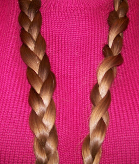 Comparison of flat and round (cable) braids, three strands each.