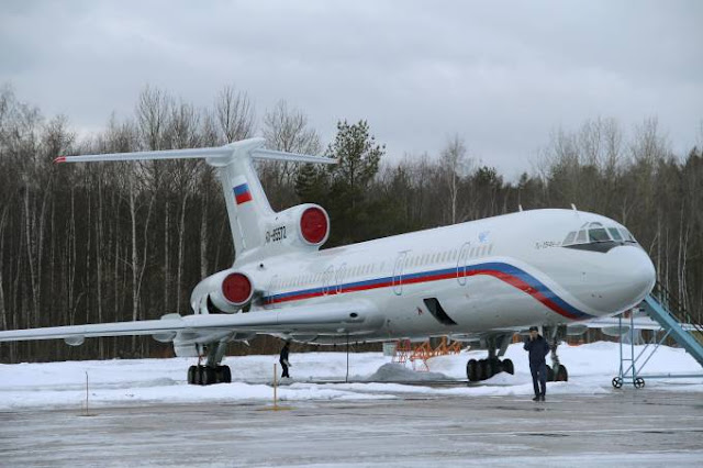 Um avião militar russo que levava 93 pessoas para a Síria caiu hoje (25), no Mar Negro