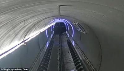 O teste da terceira fase da Virgin Hyperloop One ocorreu na pista DevLoop em Nevada. A empresa estabeleceu um registro de velocidade de teste de quase 240 milhas / hora (387 quilômetros / hora), e testou uma nova câmara de ar que ajuda as vagens de teste de transição entre as condições atmosféricas e de vácuo
