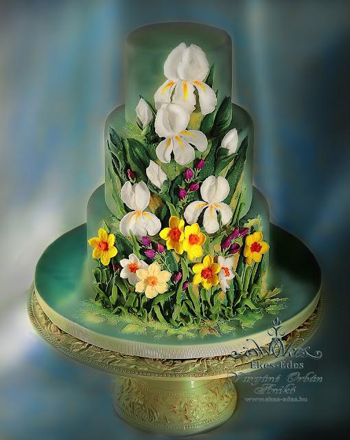Glazúrozott (cukormázas) tortadíszítés, díszítőcsővel készült virágok
