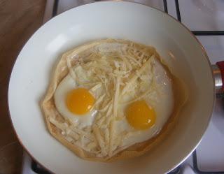 Clatite umplute cu branza si oua retete culinare,