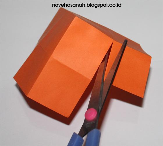 cara mudah membuat rumah mainan dari kertas origami gunting lagi bekas lipatan ini pada ke 4 bagiannya untuk membentuk tembok rumah