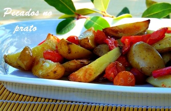 Receita de batatas gratinadas com pimento e tomate cereja