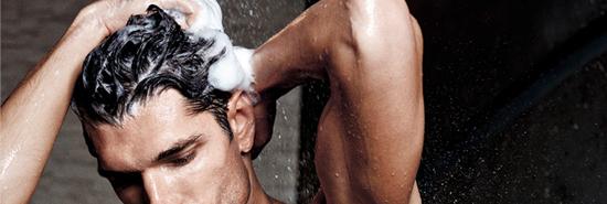 Lavar a cabeça todos os dias causa caspa?
