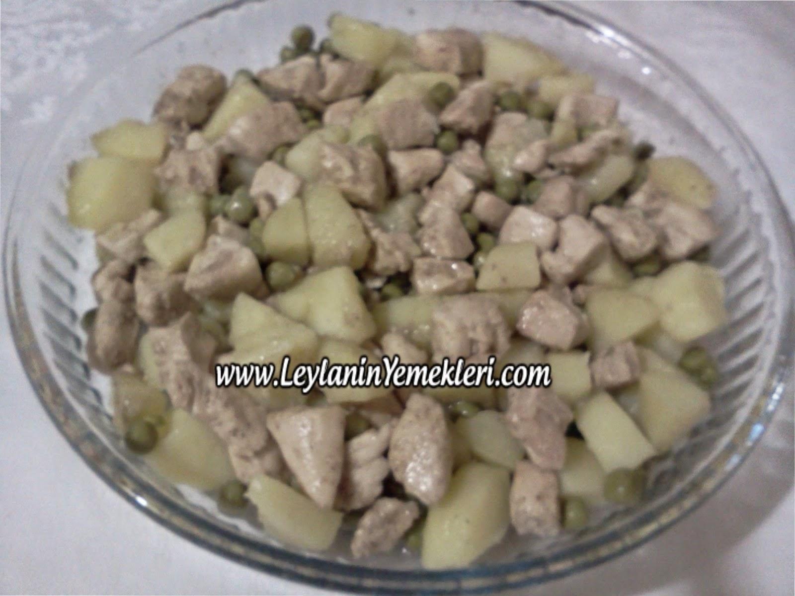 Tavada tavuklu beşamel soslu makarna tarifi