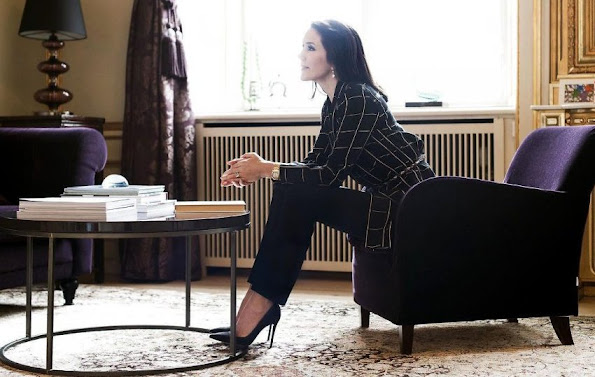 Crown Princess Mary of Denmark gave a special interview to Berlingske newspaper, relating to violence againts women. Diamond, diamond earrings, tiara, baracelet, jewelry