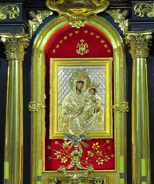 Matka Boża Szczyrzycka - obraz olejny nieznanego artysty znajdujący się w ołtarzu głównym.