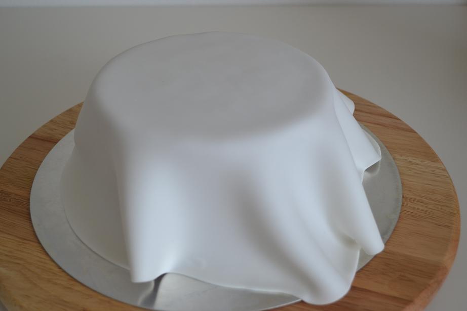 klitzekleinchen torte mit fondant. Black Bedroom Furniture Sets. Home Design Ideas