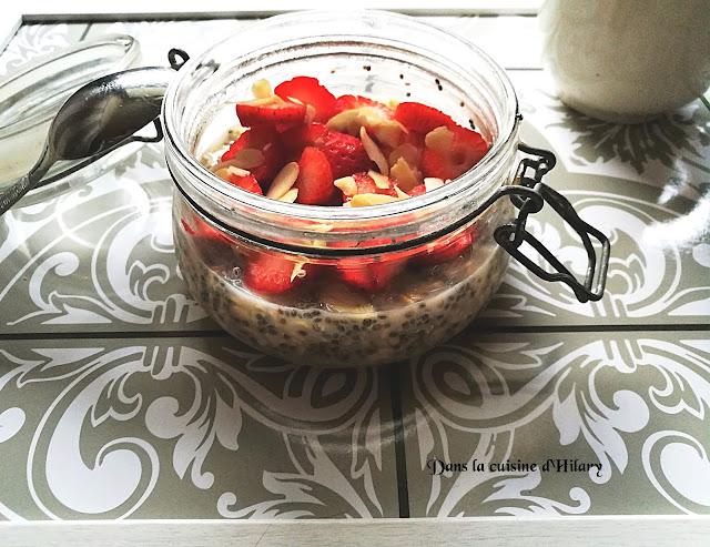 Overnight oats avoine et chia aux fraises et amandes - Dans la cuisine d'Hilary