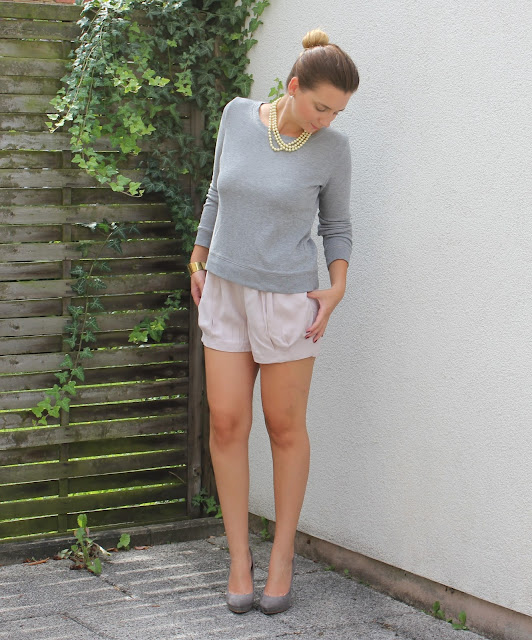 Outfit of the day: my gray sweater...my new love Livinglove by petra