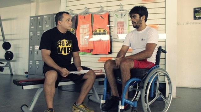 Gilson Albuquerque entrevista cadeirante Jadson Salvador - Foto: Paulista Fotografias/Juliano Mendes Assessoria
