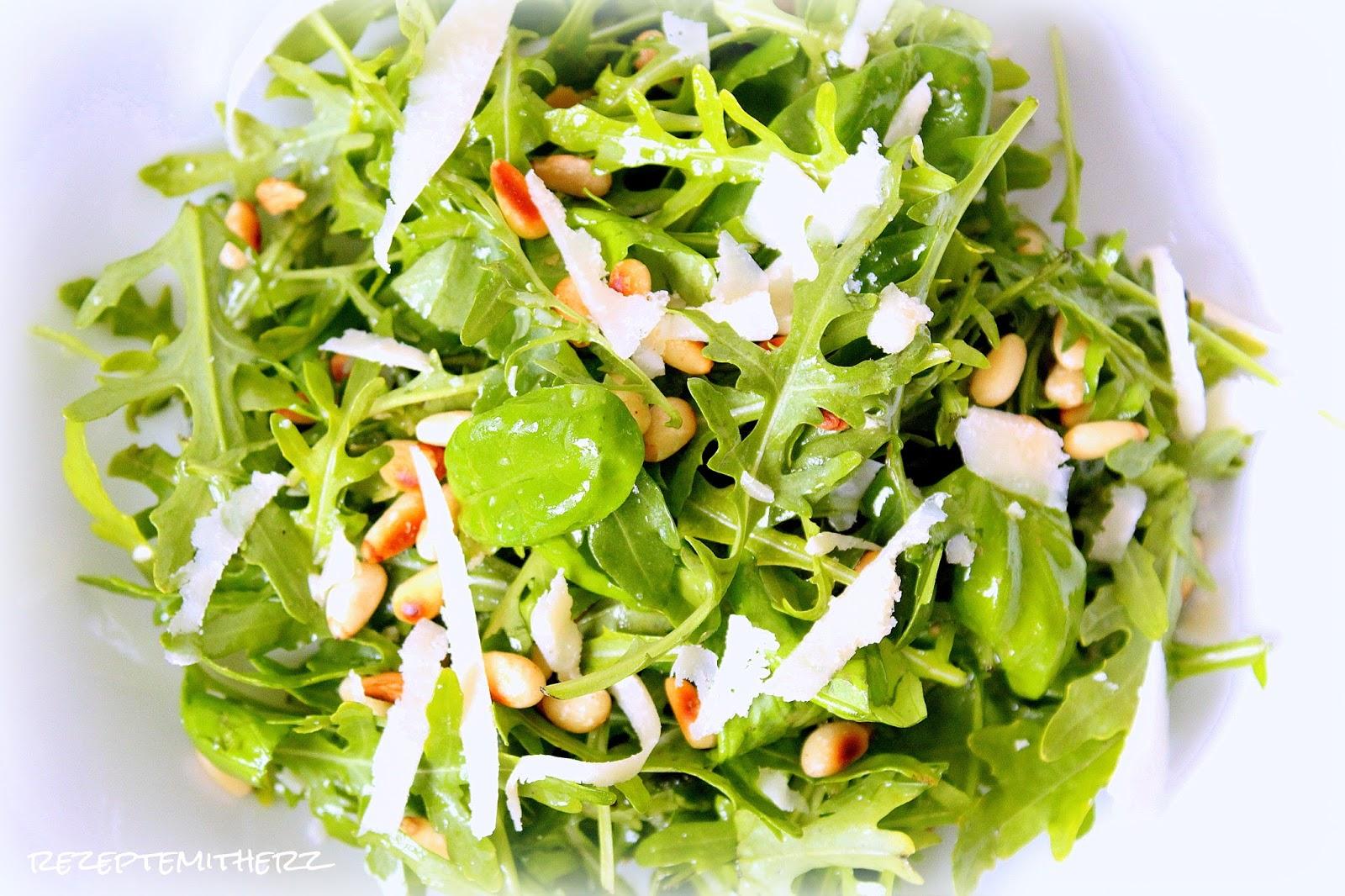 rezepte mit herz rucola basilikum salat mit pinienkernen und parmesan. Black Bedroom Furniture Sets. Home Design Ideas