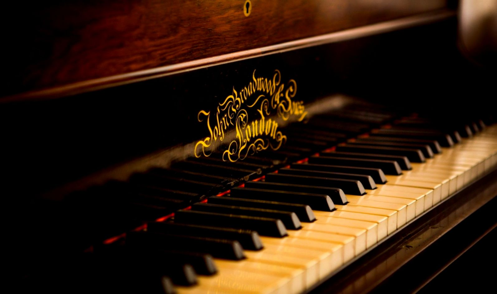 Vintage Piano Wallpaper 4k