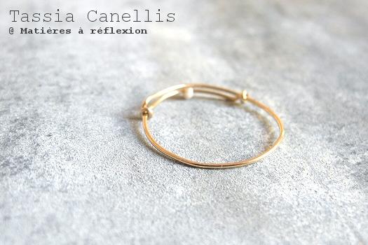 Bijoux dorés perles de nacre Tassia Canellis bague fine dorée