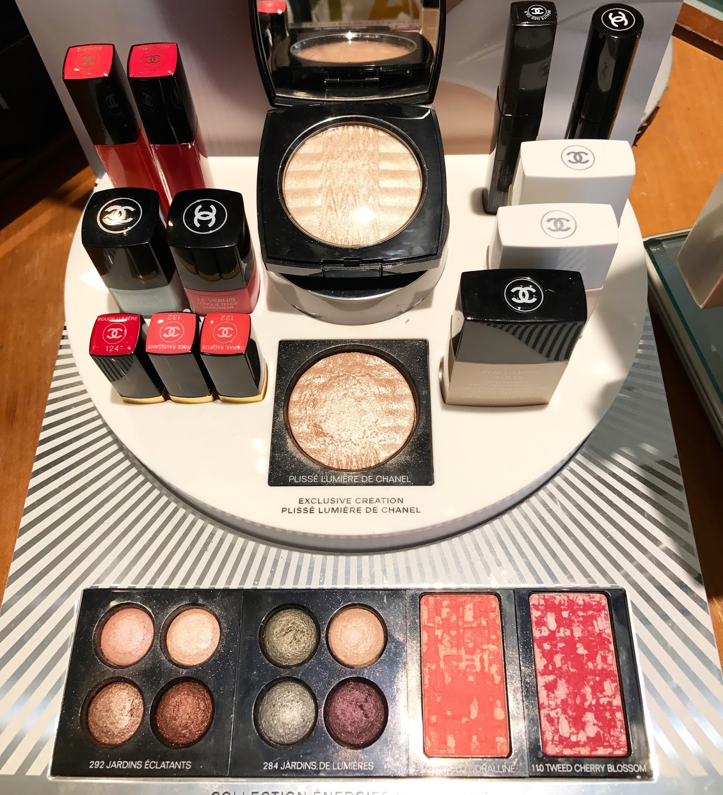 Chanel Energies et Puretes Collection Review Swatches Tweed Coralline Cherry Blossom Blush Plisse Lumiere de Chanel Jardins Eclatants Jardins de Lumiere Energie Vibration Corail Radieux Rose Ravissant