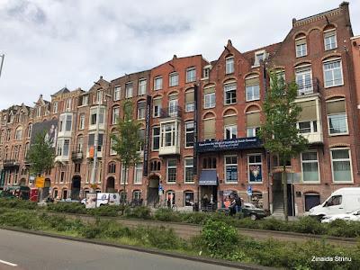 amsterdam-cladiri-tipice-pentru-centru