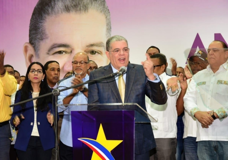 Carlos Amarante Baret apoya reforma para habilitar a Danilo Medina