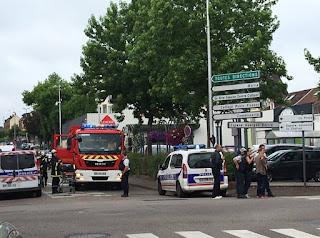 Γαλλία: ΕΣΦΑΞΑΝ τον ιερέα στην εκκλησία - Είναι το ISIS πίσω από τη νέα σφαγή; Τα νέα στοιχεία