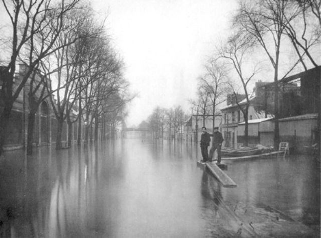30 vintage photos of the 1910 great flood of paris vintage everyday