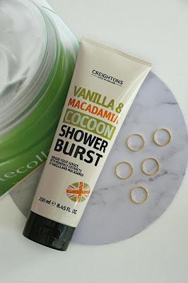 Tekutý sprchový gel s vůní makadamie a vanilky, 250ml.
