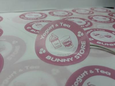 Mê mẩn với những mẫu tem logo decal trong suốt dán ly nhựa