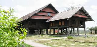 Gambar Rumah Adat Saoraja Lapinceng