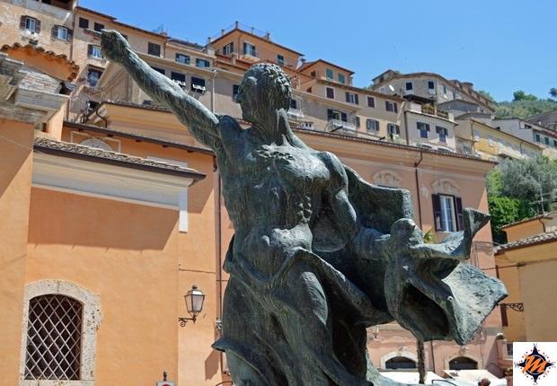 Arpino, statua di Cicerone