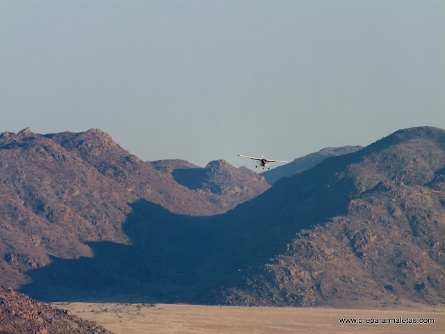 avioneta por el desierto de namib
