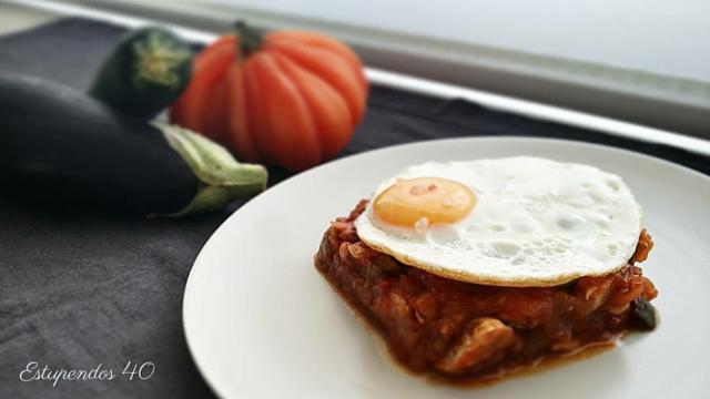 pisto-con-pollo-y-huevo-a-la-plancha