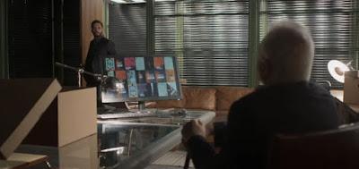O vilão Diogo (Armando Babaioff) se assusta ao ver Alberto (Antonio Fagundes) em sua sala