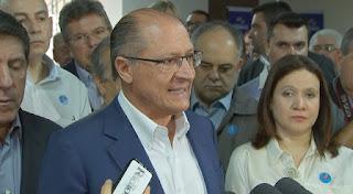 Prisão de criminosos é 'tarefa urgente', diz Alckmin ao visitar GCM baleada em tiroteio durante assalto