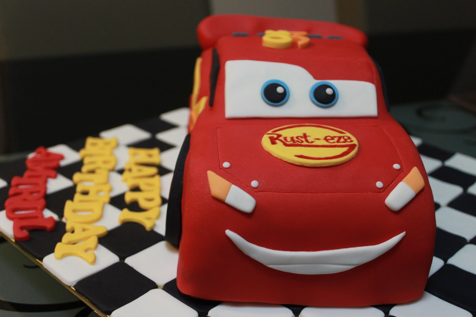 How To Make A Lightning Mcqueen Cupcake Cake