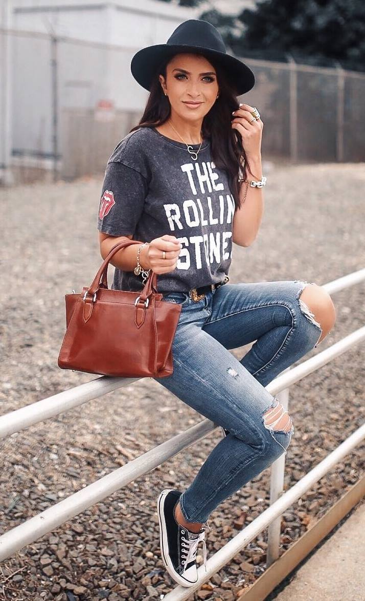 how to style a hat : printed top + ripped jeans + brown bag + converse