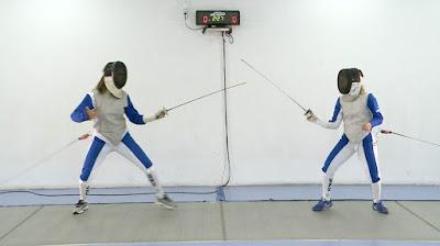 Mônica praticando esgrima (Divulgação SBT)