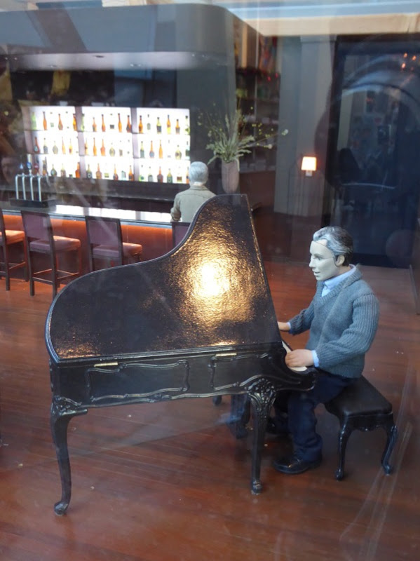 Anomalisa stop-motion piano player puppet