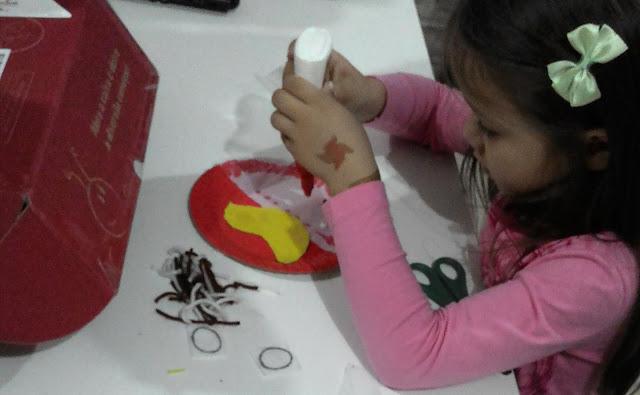 Publicidade, Box Joanninha, Caixas, Atividades Pedagógicas, Criatividade, Familia, animais, pintinho, borboleta, prato descartavel, cordão, vermelho, passarinho, folhas secas, sementes