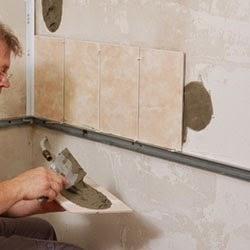 Hanya Saja Yang Perlu Tahui Memasang Jubin Pada Dinding Secara Teknik Agak Berbeza Jika Dibanding Dengan Proses Pemasangan Lantai