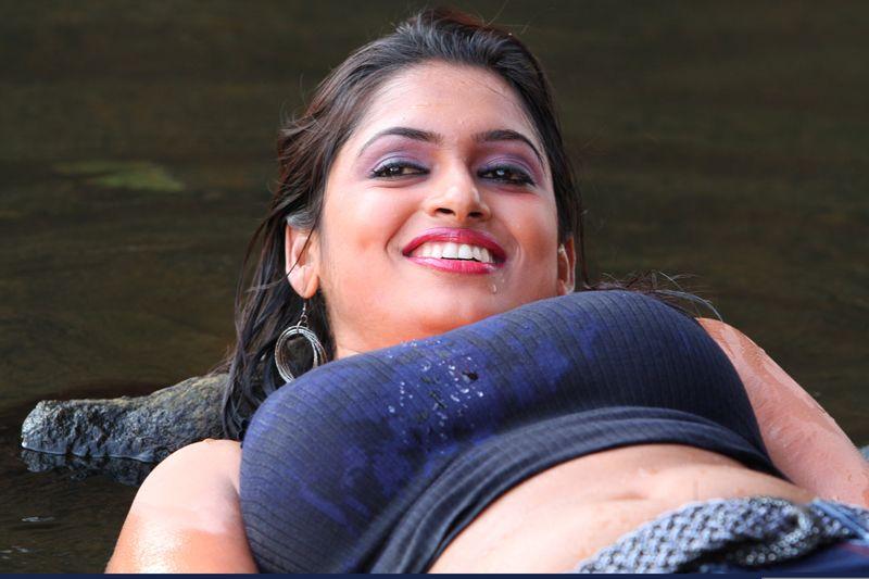 tamil hot movie photo gallery