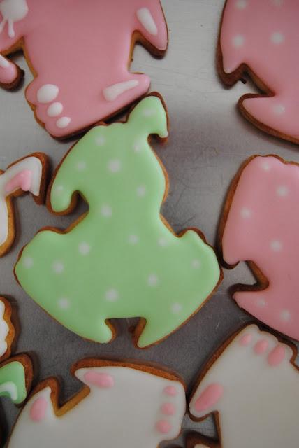 biscotti coniglietto decorati con ghiaccia reale