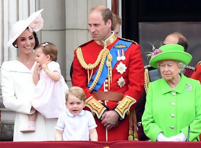В Лондоні пройшов урочистий парад із нагоди 90-річчя Єлизавети II.
