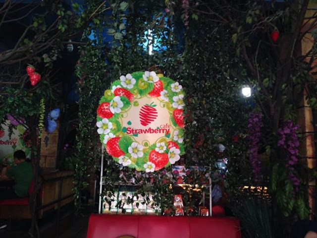Strawberry Café - Tempat Makan Unik di Jakarta