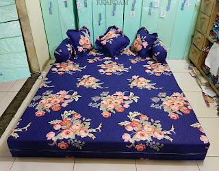 Sofa bed inoac dengan motif Bunga Forentine