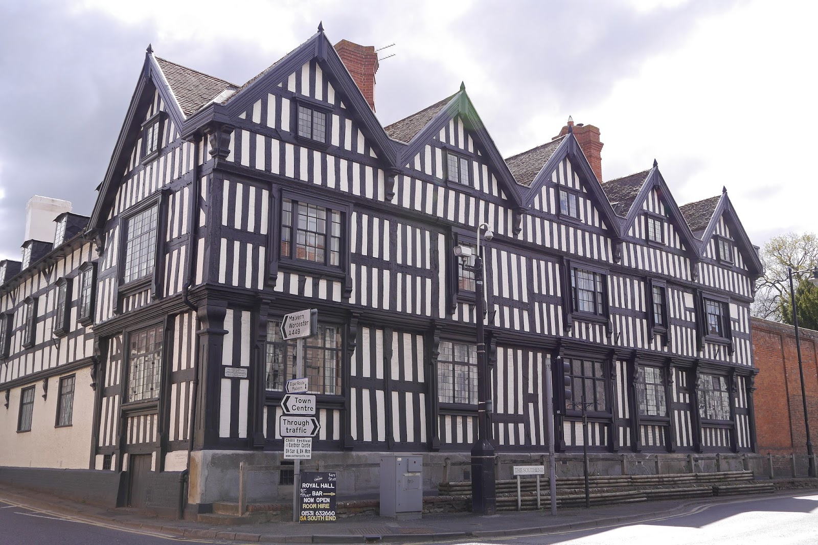 dating ledbury Situated in the centre of ledbury, a poetic town of timber framed buildings, a history dating back to 690ad and popular for its food and literary festivals.
