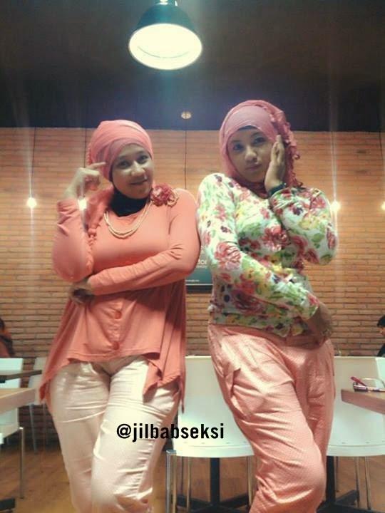 foto ngentot memek  bugil mesum Foto Duo Hijab Seksi